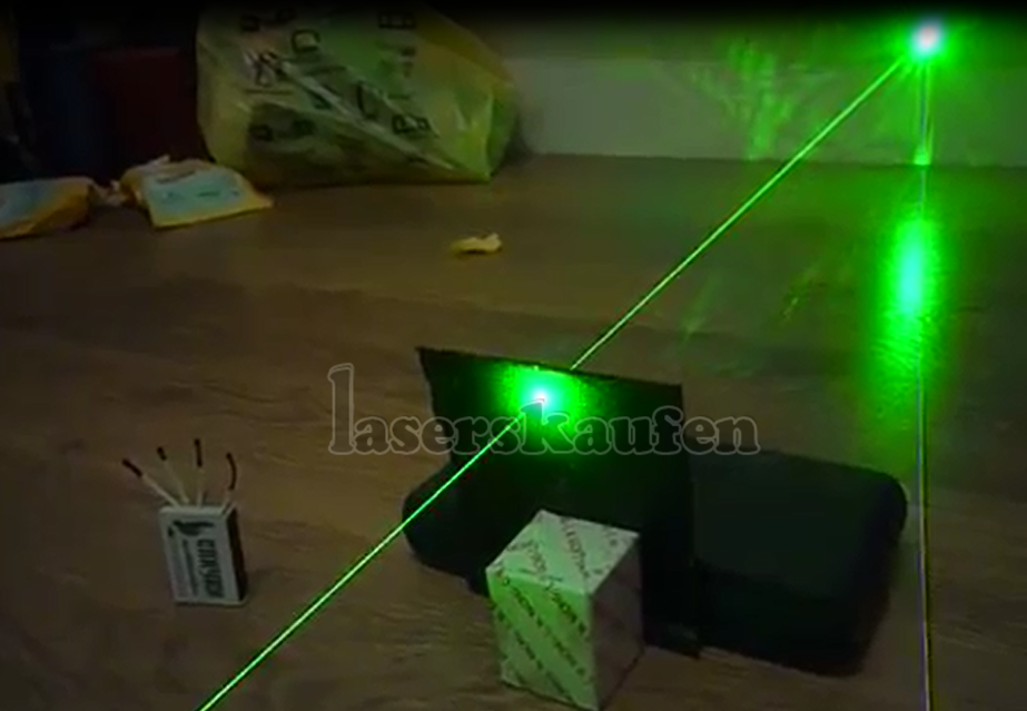 200mw gr ner laserpointer klasse 3b mit niedrigen preis. Black Bedroom Furniture Sets. Home Design Ideas